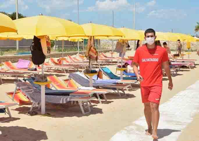 Federalberghi spiaggia vuota turismo calo
