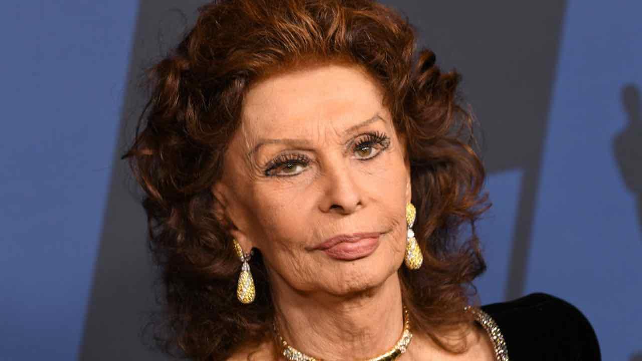 """Sophia Loren, pianto disperato: """"Sto rimanendo sola…"""""""