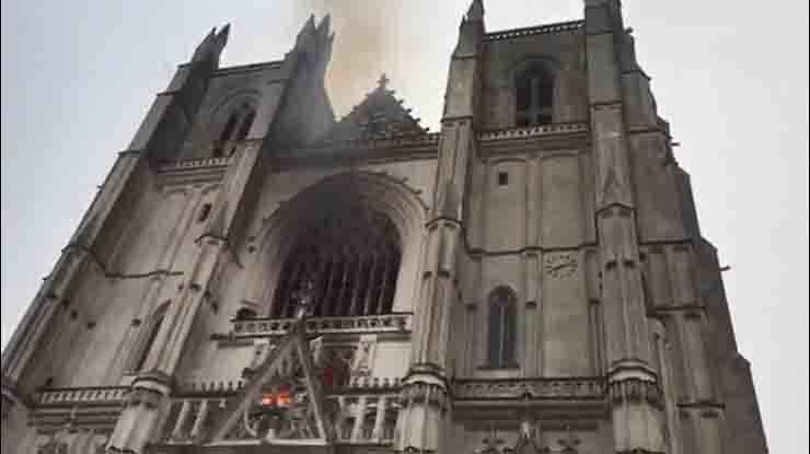 Cattedrale di Nantes incendio doloso