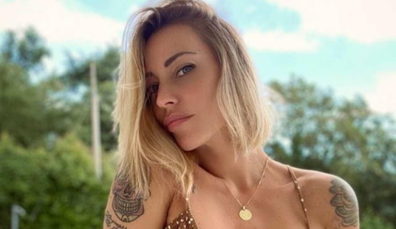 Karina Cascella la foto in bikini fa boom di like, ma alcuni