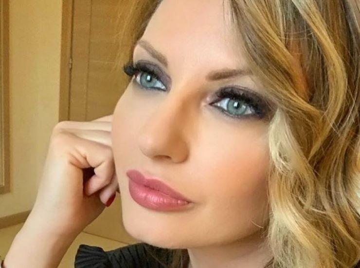 Manila Nazzaro chi è | carriera e vita privata della conduttrice e modella - meteoweek