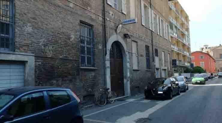 Piacenza la caserma delle torture premiata dallo stato