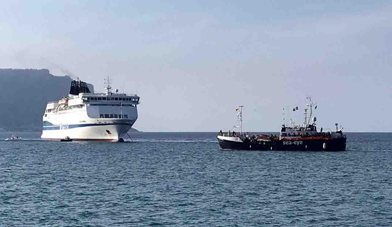 Migranti: requisire navi e caserme per isolare i positivi al