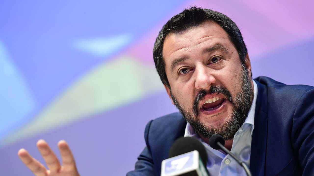 """Salvini furioso per sequestro cellulare dell'ex moglie: """"Ci sono foto di mia figlia e chat coi nonni"""""""