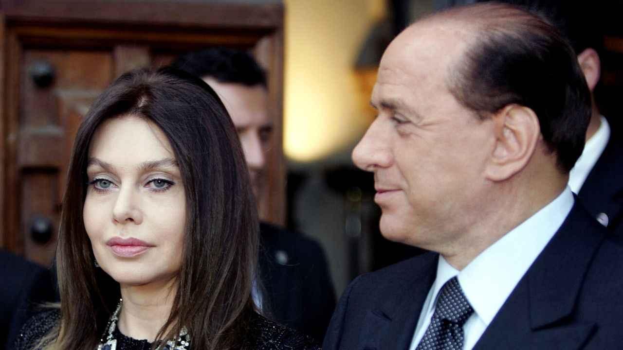 Perché Veronica Lario tradiva Berlusconi? L'incredibile patt