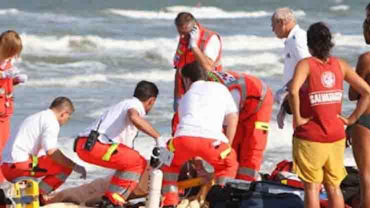 Muore in mare davanti a marito e figlio Pesaro