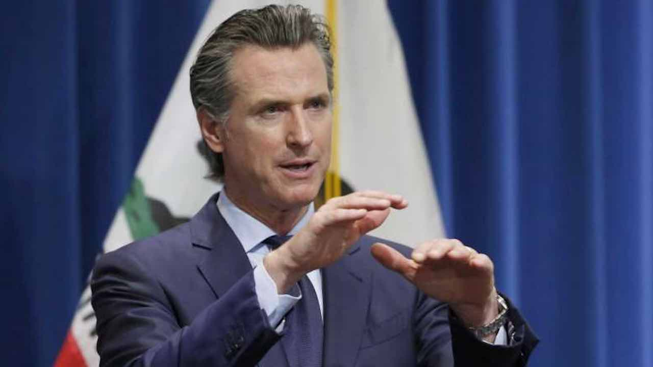 California | il governatore blocca la riapertura di cinema e