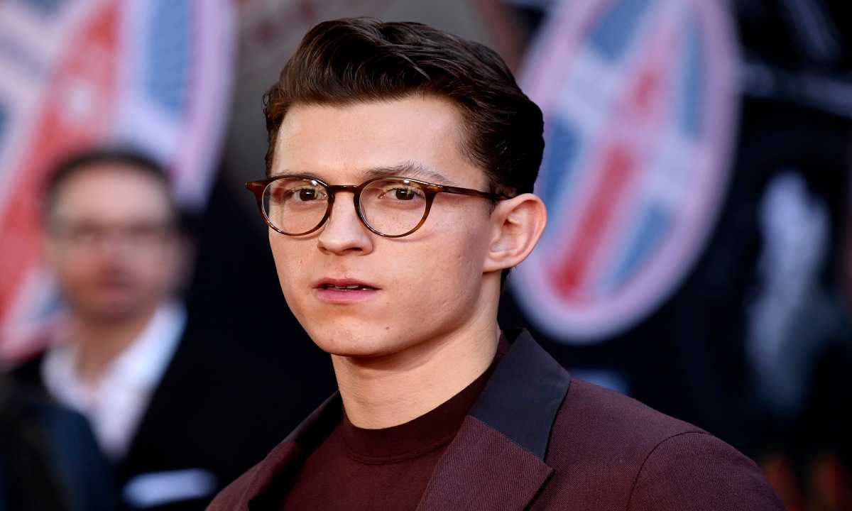 Uncharted | Tom Holland si sottopone al tampone COVID 19 [VI