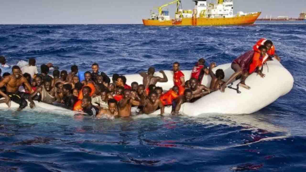 Migranti, il piano del Governo: navi ad hoc per isolare i po