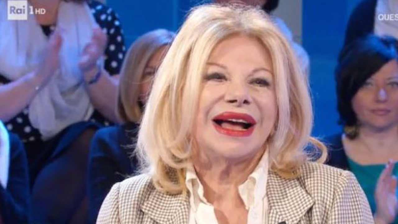 Sandra Milo gaffe hot a La Vita in Diretta: Delogu in imbara