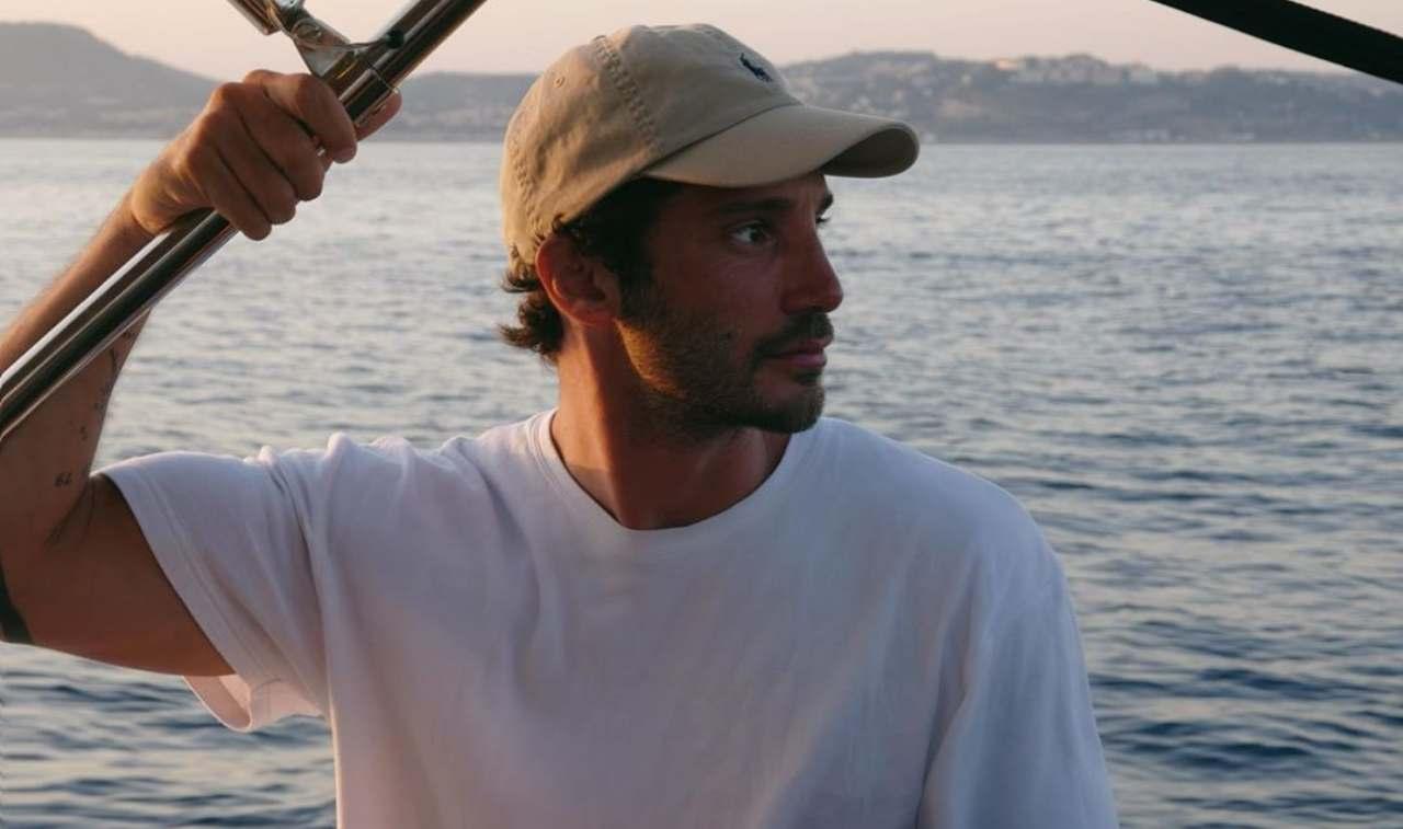 """Stefano De Martino dedica speciale in camerino : """"Con amore…"""