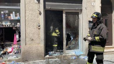 Incendio doloso presso tabaccheria a Livorno
