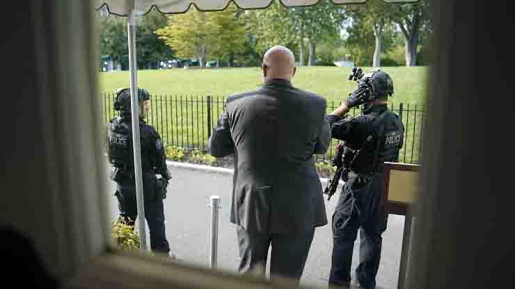Sparatoria fuori dalla Casa Bianca