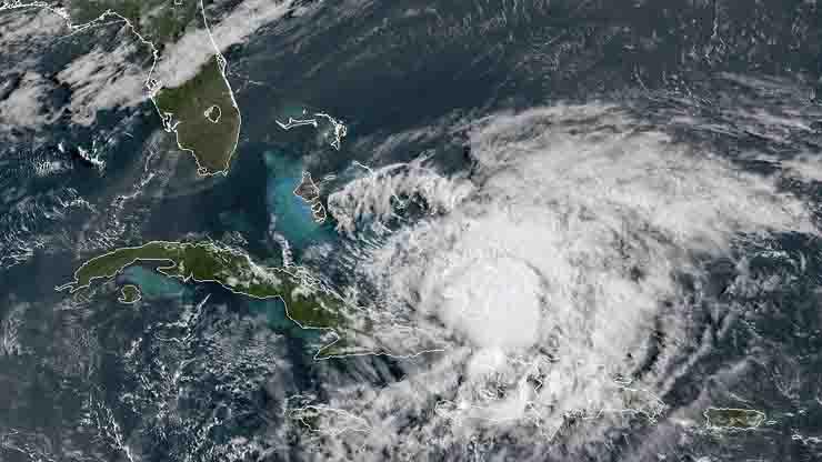 Uragano Isaias prossimo l'impatto con la Florida