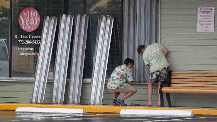 Uragano Isaias si dirige verso la Florida