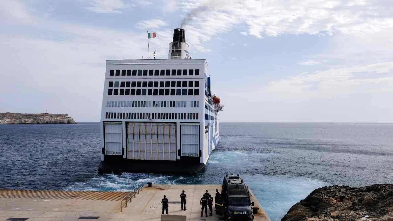 nave azzurra - meteoweek.com