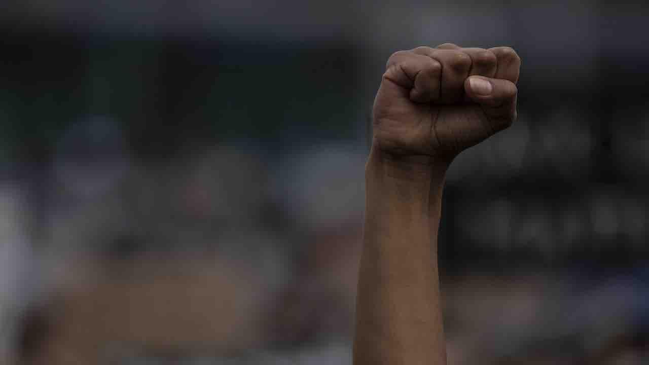 Furia razzista a Grosseto: due uomini picchiano un 25enne senegalese
