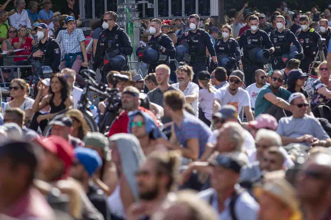 Anti-Covid |  manifestazione a Berlino |  i negazionisti scendono in piazza