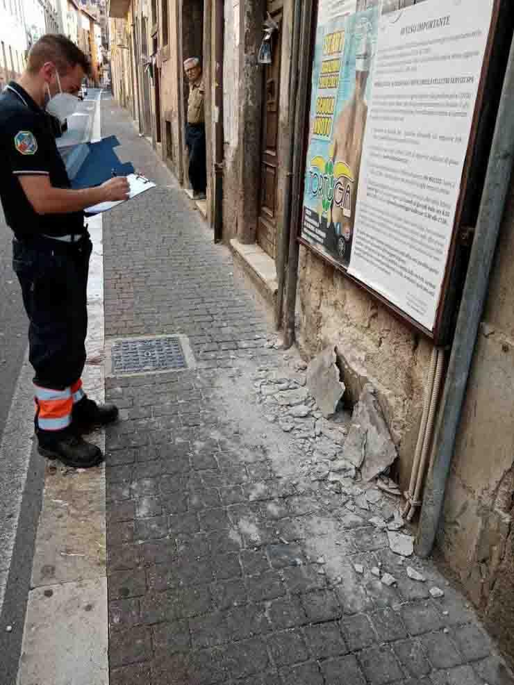 Scosse di terremoto ai Castelli Romani danni alle strade
