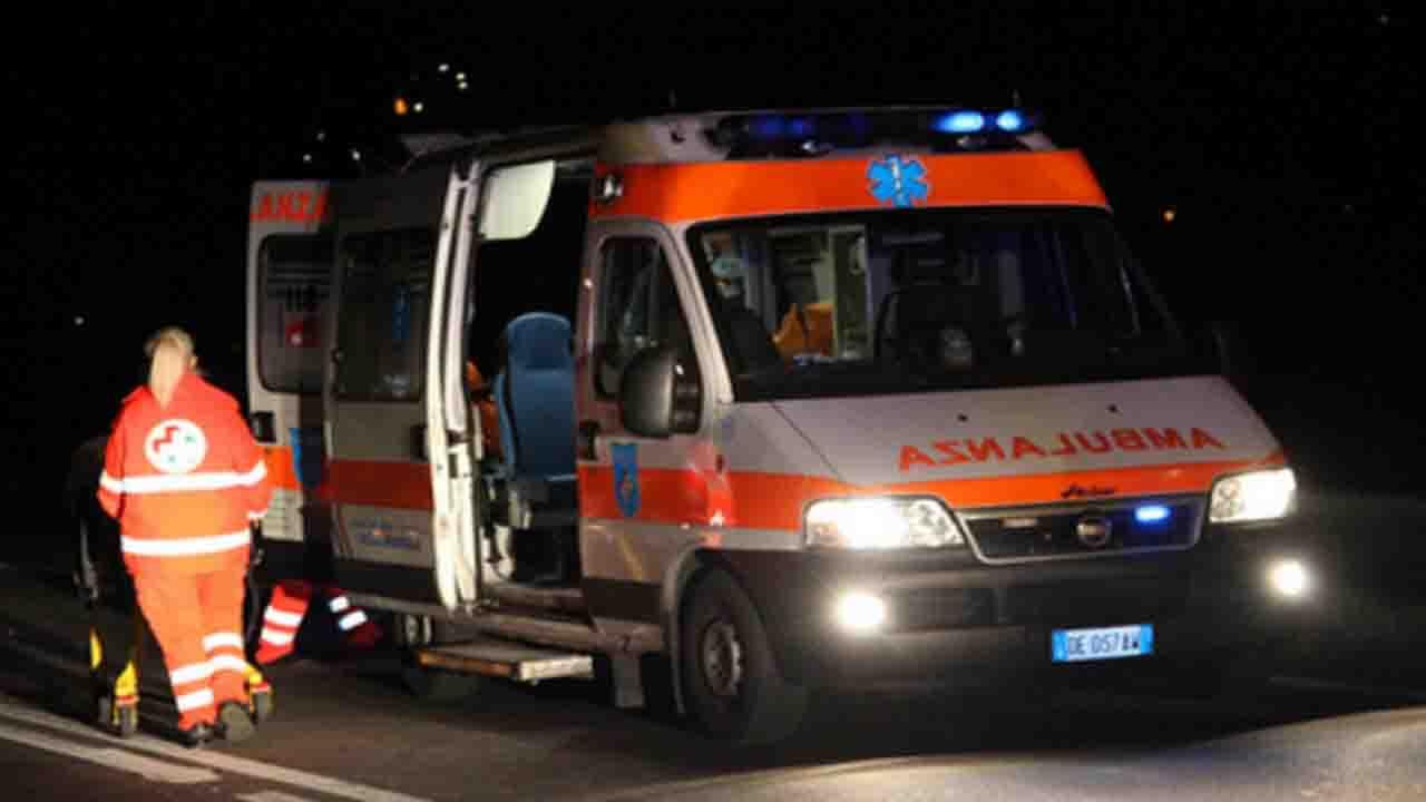 Drammatico incidente, auto finisce fuori strada: morti cinque giovani