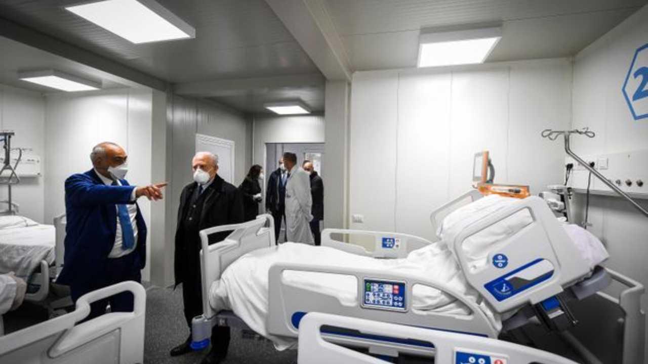 Indagine Ospedali Covid Campania, indagata fedelissima di De Luca
