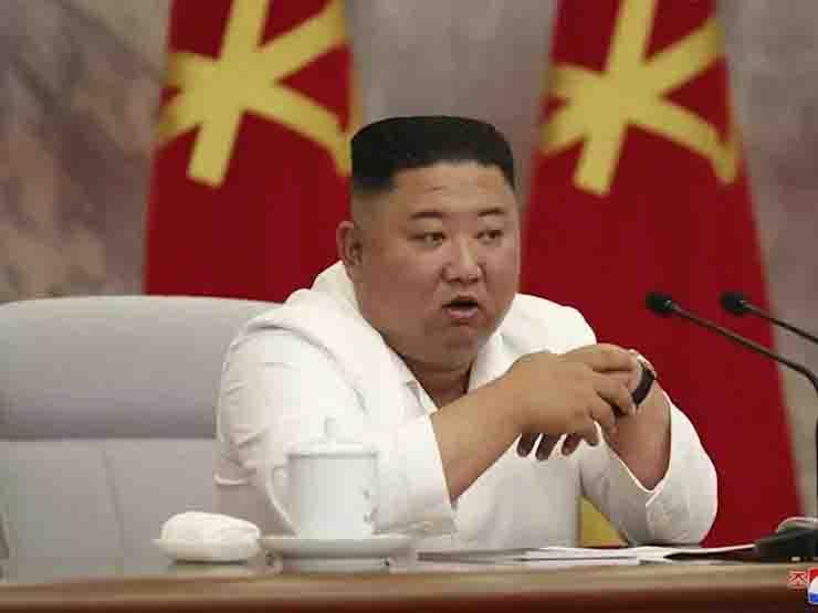 Kim Jong-un ricompare in divisa estiva