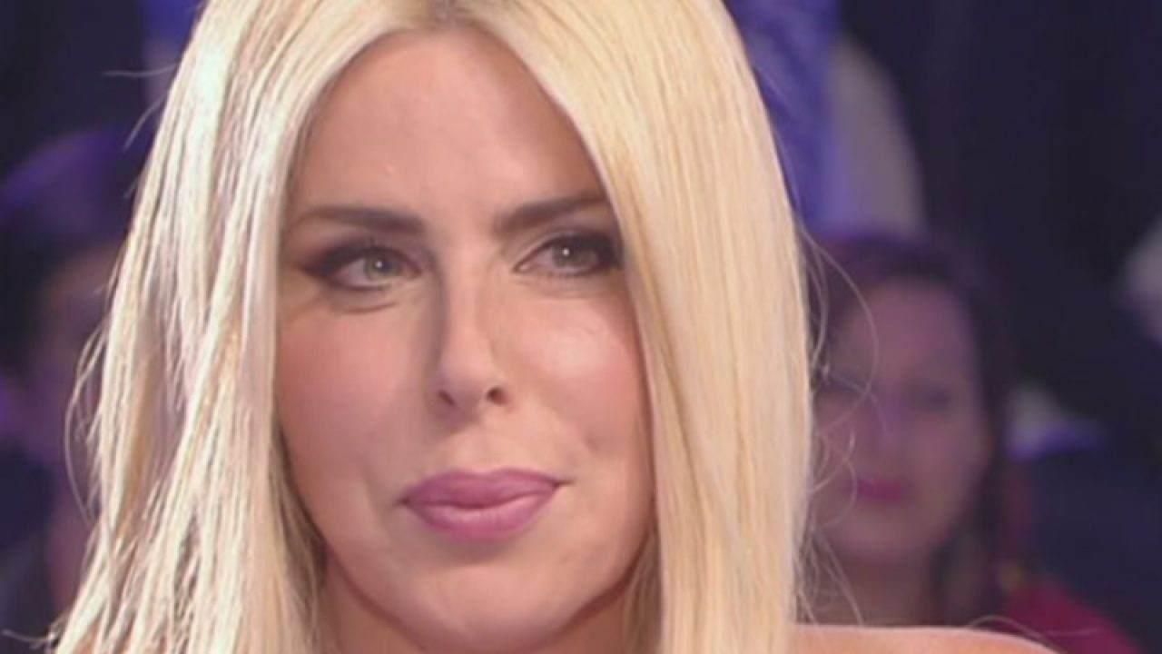 """Loredana Lecciso oppressa da Romina Power : """"Vive con lei sulle spalle"""""""