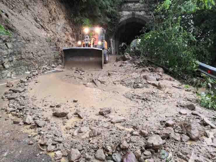 Mal tempo Trentino Autobrennero fiume esondato linea ferroviaria chiusa