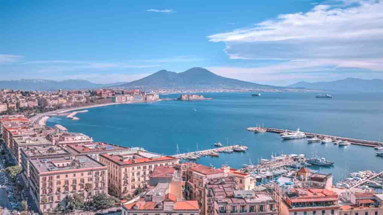 Meteo Napoli  oggi lunedì 10 agosto: bel tempo