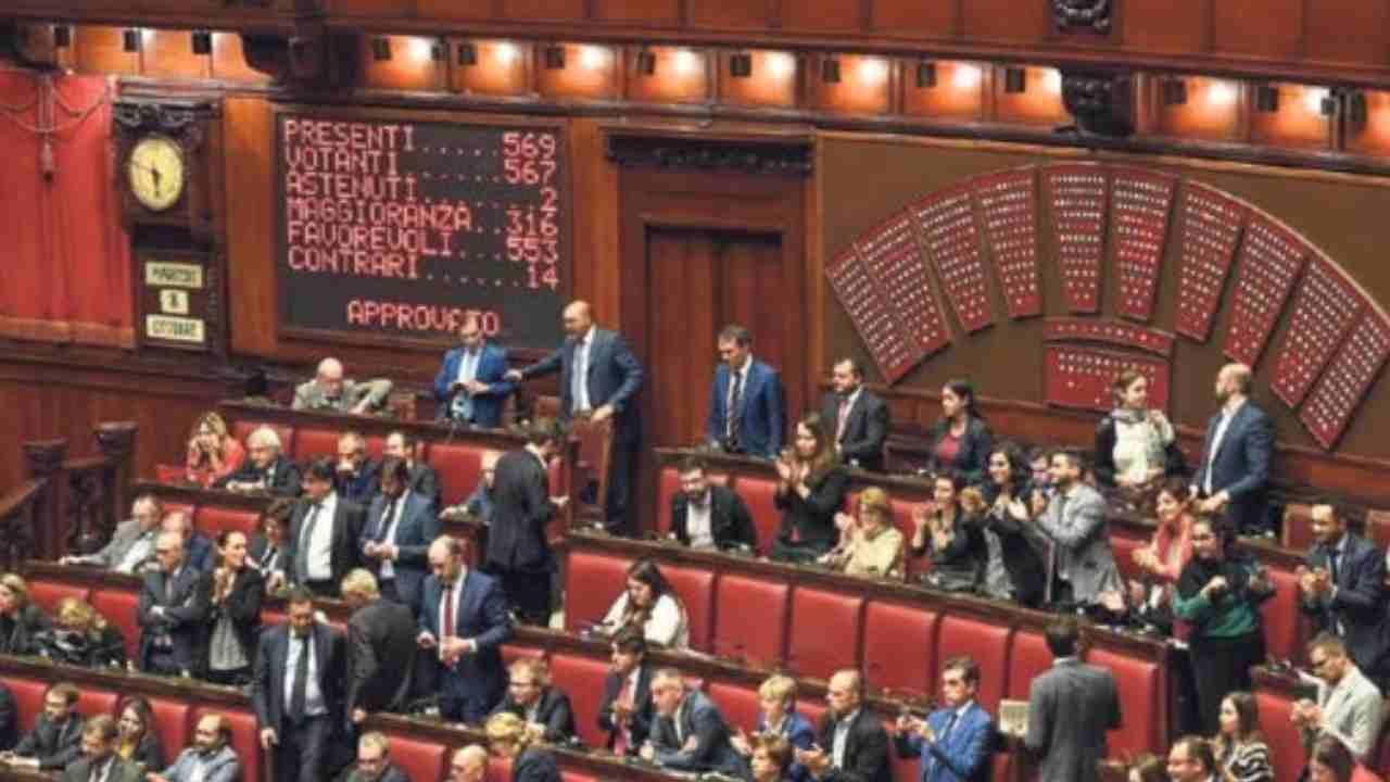 """Bonus ai parlamentari, Giorgia Meloni: """"Chi innocente lo dichiari"""""""