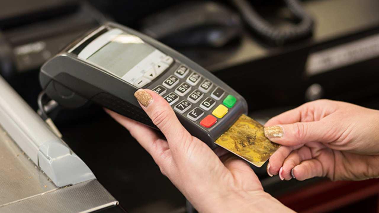 Bonus Pos da agosto: agevolazioni per chi paga con carta