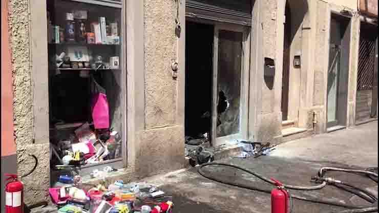 Esplosione negozio Livorno Il Mercatino ordigno incendio doloso