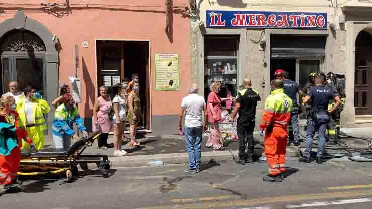Esplosione in un negozio a Livorno atto doloso attentato incendiario