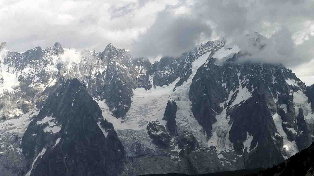 Allerta ghiacciaio, scatta l'evacuazione in Val Ferret