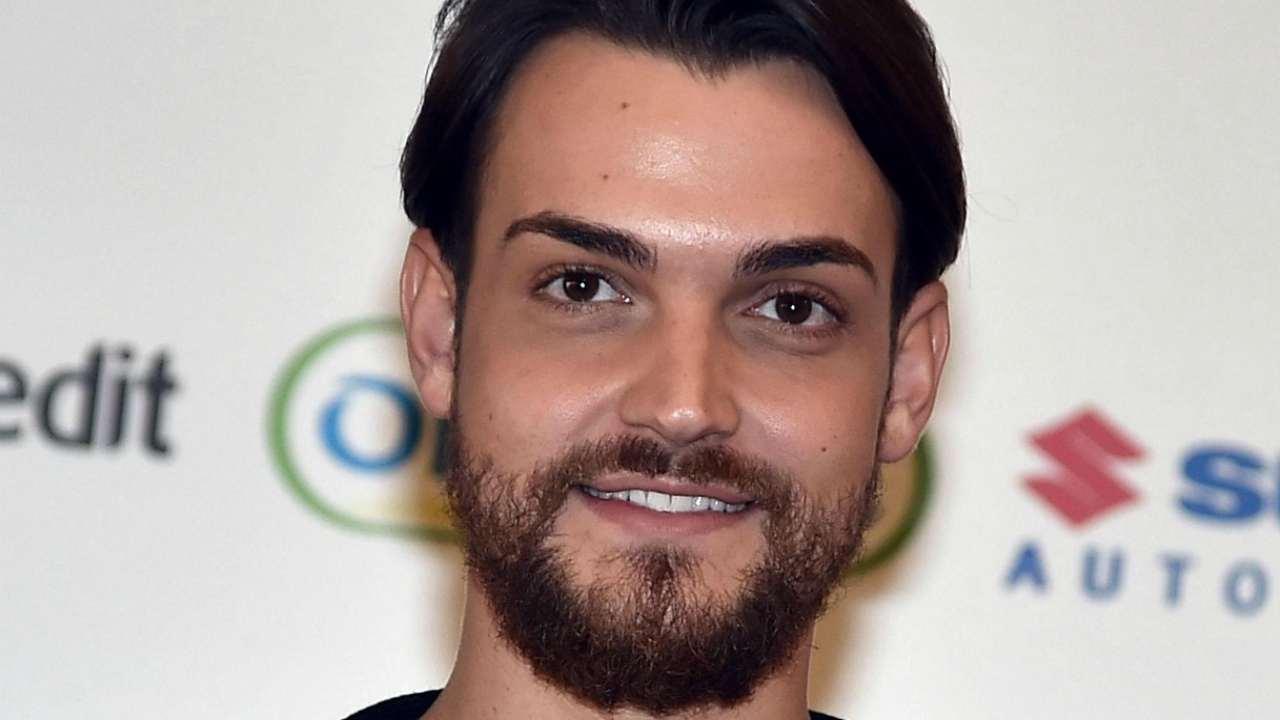 Valerio Scanu, foto proibita diventa virale : il cantante la cancella ma è tardi