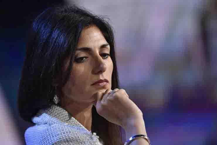 Sottosegretario Roma Virginia Raggi teme di essere commissariata