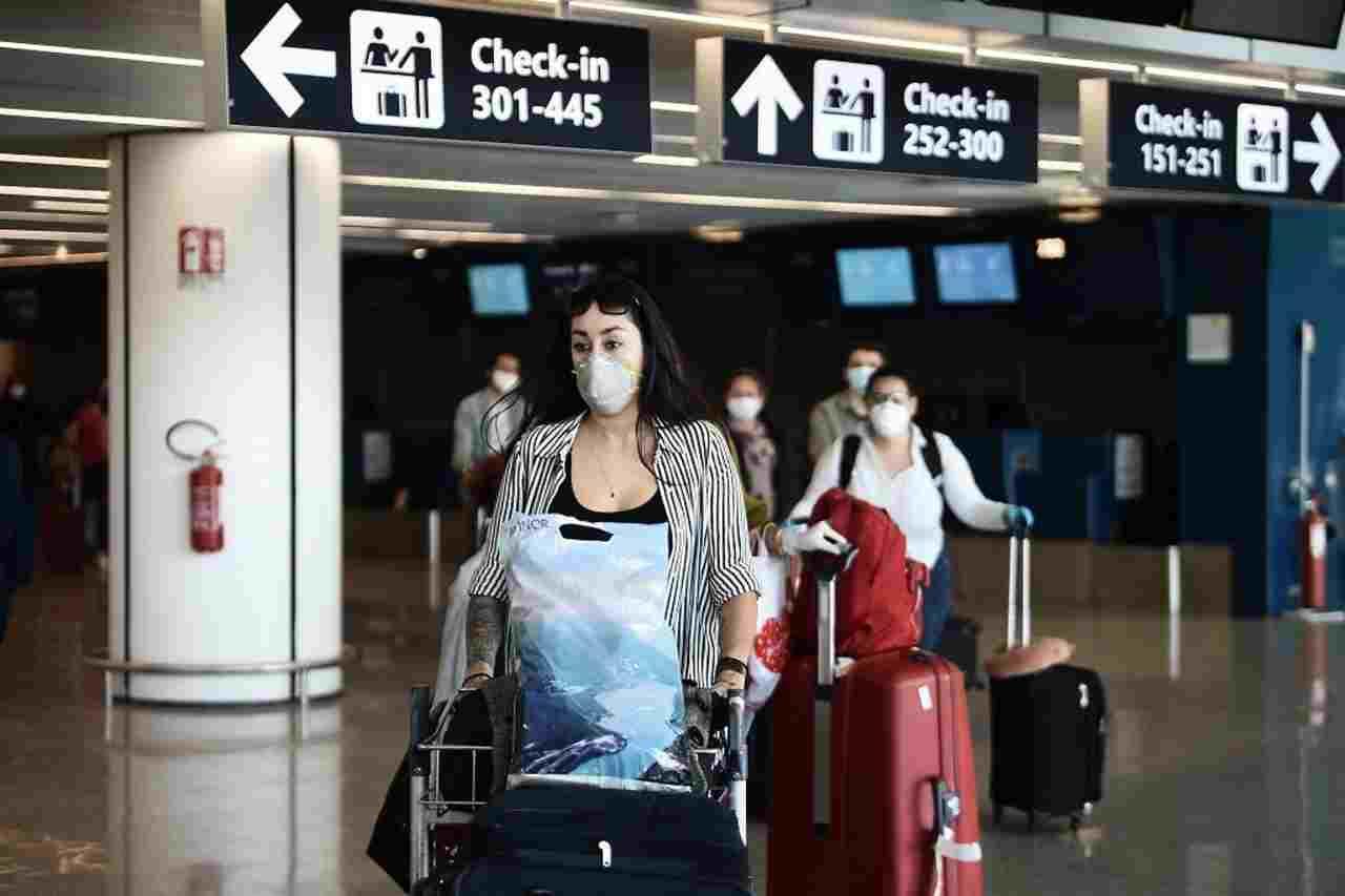 Abbandonata a 9 mesi vicino all'aeroporto, oggi 26enne chiede la verità
