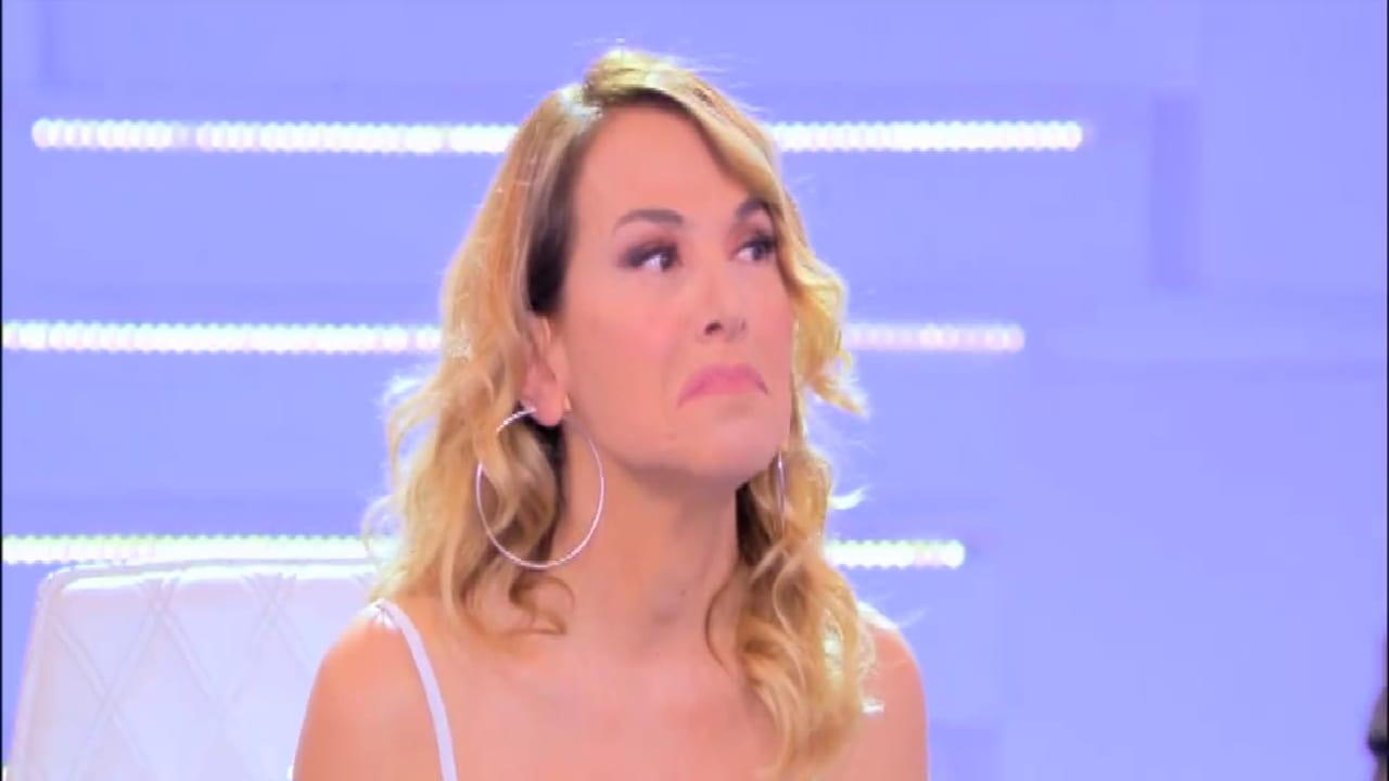 """Barbara D'Urso """"quattro dita dei piedi"""": l'accusa dell'ex concorrente"""