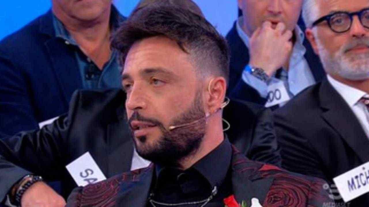 Armando Incarnato rifiuta l'inchino | Il primato del cavaliere fuori Uomini e Donne