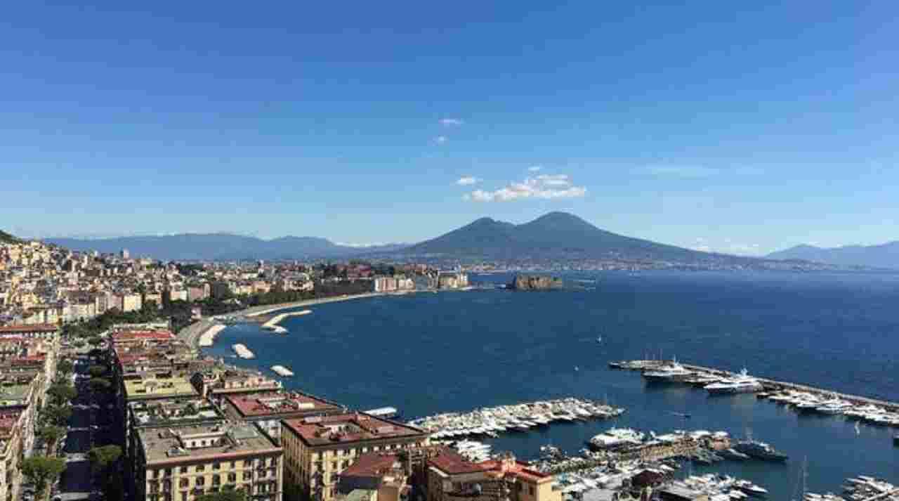 Fuga d'amore per due minorenni a Napoli: rintracciati in un albergo della zona