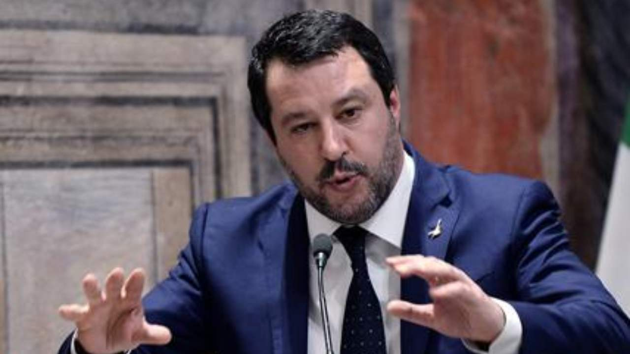 "Salvini: ""Governo surreale, io ho la gente dalla mia parte"""