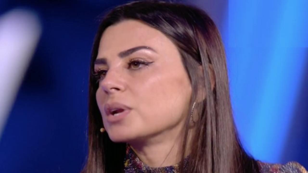 Adriana Volpe contro Serena Enardu per la svastica: