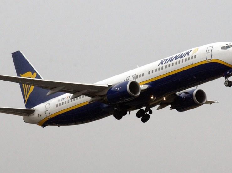 Allarme terrorismo su volo Ryanair, arrestati e poi rilasciati italiano e kuwaitiano