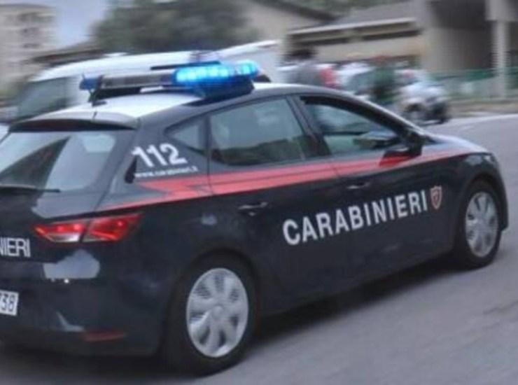 Chiedevano pizzo su carrelli al parcheggio Ikea: arrestati tre nigeriani