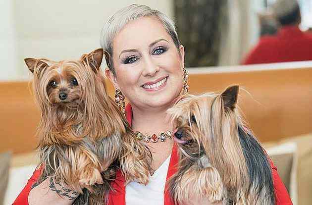 Carolyn Smith e i suoi cani - meteoweek