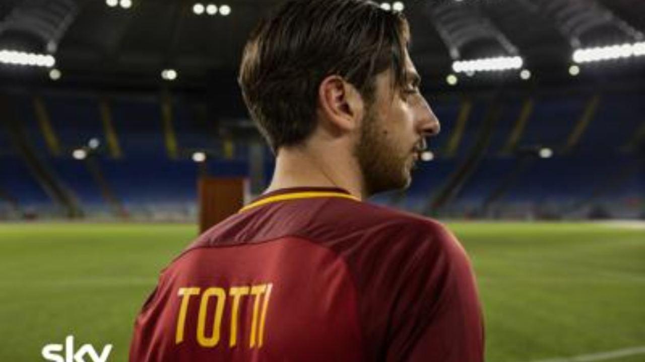 Castellitto è Totti sul set: ecco la prima foto nei panni del calciatore