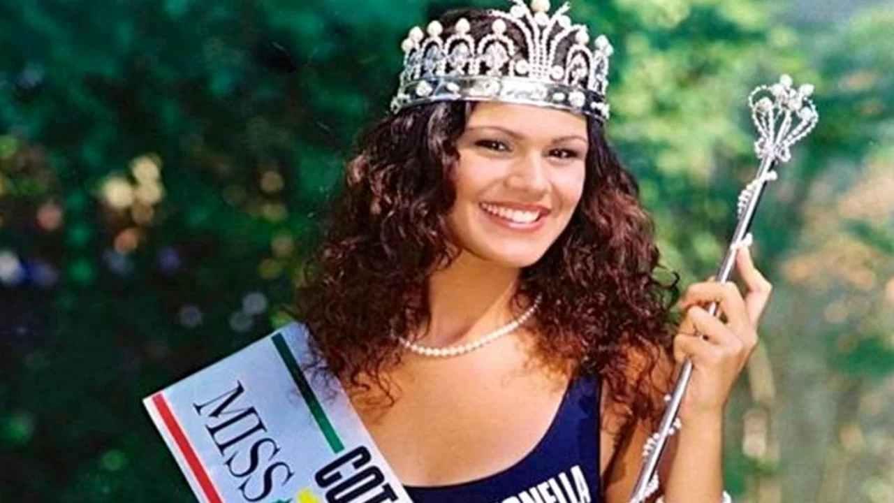 Era Miss Italia '92: oggi a 45 anni fisico da top e capelli biondissimi [FOTO]