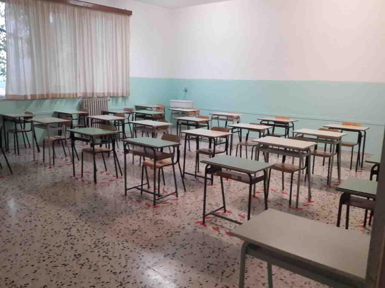 Scuole chiuse e alunni positivi al covid a Roma