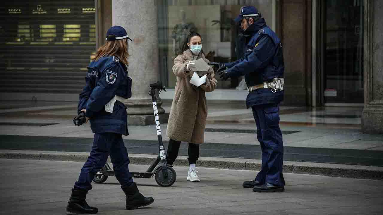 Nuovi lockdown in mezza europa risalgono i casi seconda ondata coronavirus