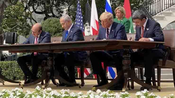 Firma storica trattato Casa Bianca paesi arabi